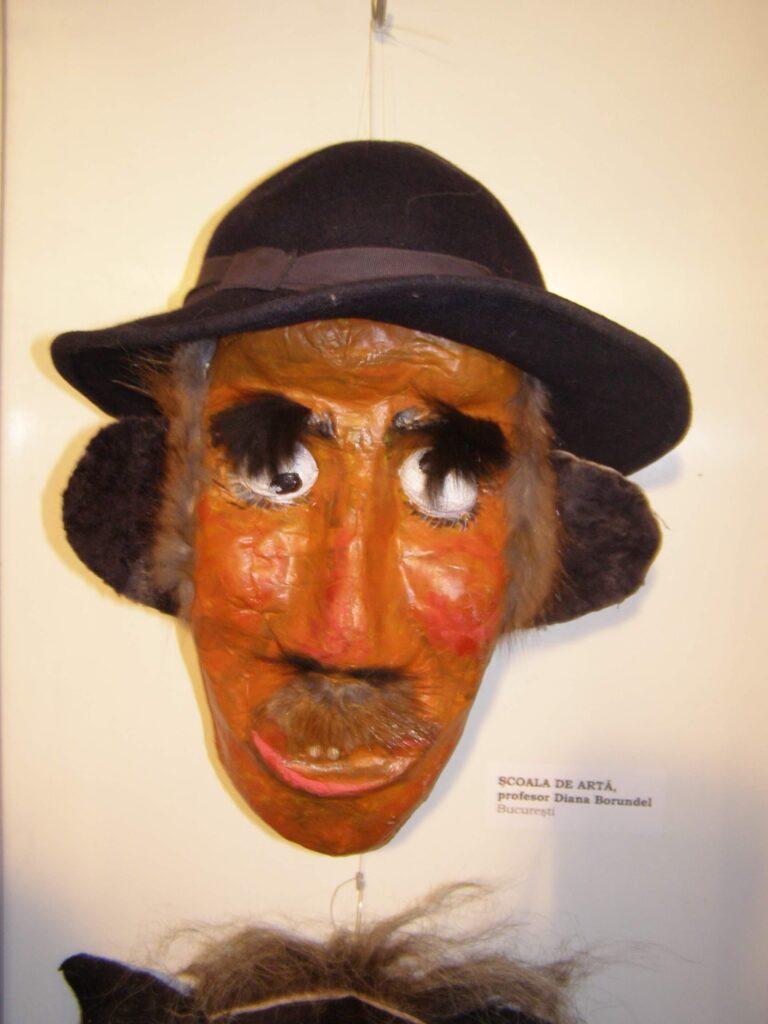 Mască decorativă ceramică Diana Borundel. Foto - Anamaria Stănescu