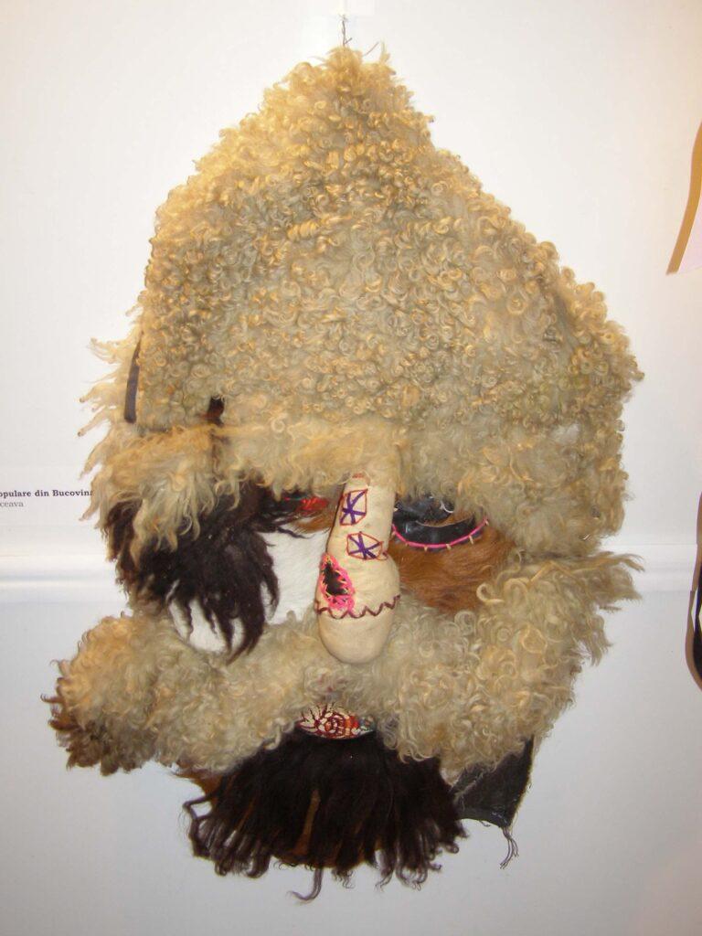 Mască de urât. Foto - Anamaria Stănescu