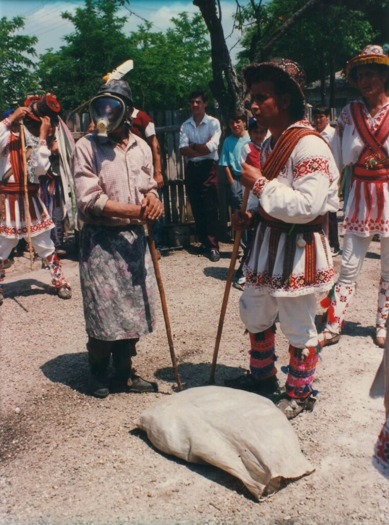 Mut, Izvoarele Olt, 1995. Foto: Dănuț Dumitrașcu