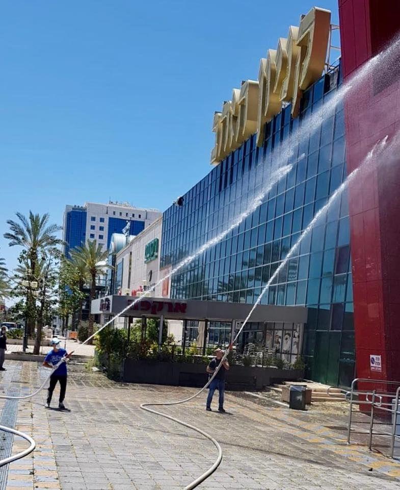 Marile centre comerciale sunt dezinfectate și pregătite să-și primească clienții